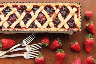 Crostata alla confettura di ciliegie e fragole: la ricetta semplice per farla morbida