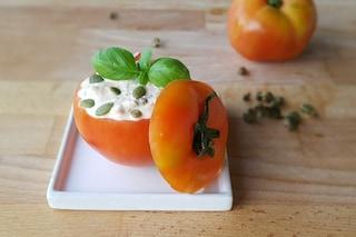 Pomodori ripieni di tonno: la ricetta freschissima per l'estate