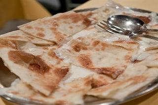 Focaccia di Recco col formaggio, la ricetta originale