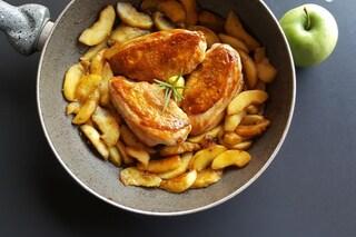 Pollo alle mele: la ricetta per cucinarlo tenero e gustoso