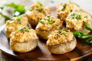 Funghi ripieni: la ricetta gratinata al forno