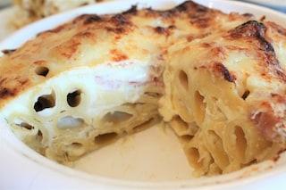 Pasta al forno bianca: la ricetta senza sugo con besciamella