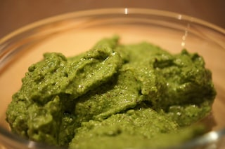 Pesto di rucola: la ricetta per un sugo pratico e saporito