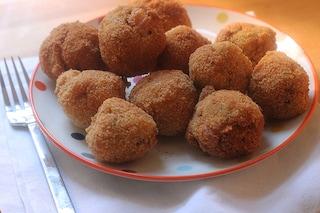 Polpette di pane: la ricetta del piatto povero