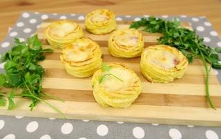 Cestini di patate ripieni: la ricetta per prepararli filanti e gustosi