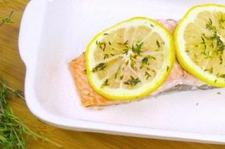 Salmone al cartoccio: la ricetta leggera e profumata