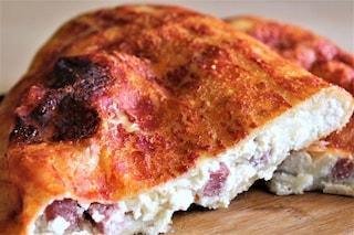 Calzone napoletano al forno: la ricetta col ripieno classico