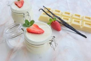 Mousse al cioccolato bianco: la ricetta del dessert delicato