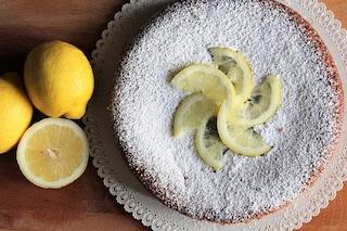 Caprese al limone: la ricetta della torta a base di cioccolato bianco