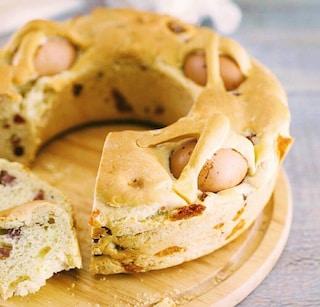 Casatiello con il lievito madre: la ricetta tradizionale di Pasqua
