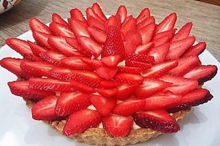 Crostata di fragole: la ricetta del dolce farcito con crema pasticcera