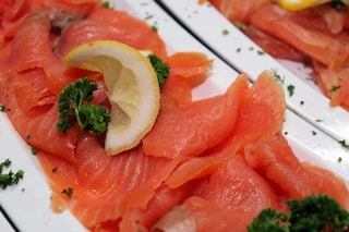 Carpaccio di salmone: la ricetta dell'antipasto fresco e veloce