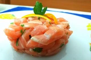 Tartare di salmone al profumo di agrumi: ricetta facile e veloce