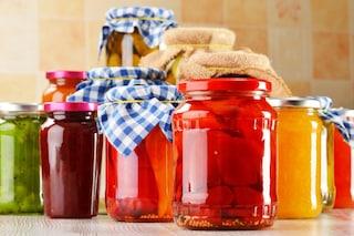 Come sterilizzare i vasetti: i metodi per sanificare i barattoli per le conserve