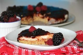 Cheesecake ai frutti di bosco: la ricetta golosa e fresca senza cottura