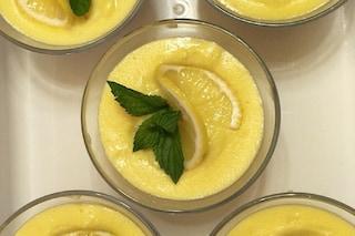 Budino al limone: la ricetta del dolce al cucchiaio fresco e goloso