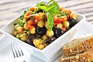 Insalata di ceci: la ricetta del piatto estivo leggero e gustoso