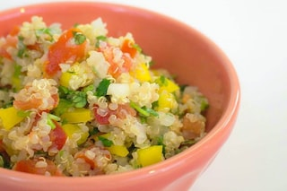 Insalata di quinoa: la ricetta del primo piatto fresco e nutriente