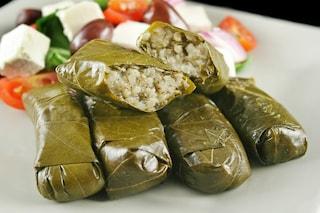 Dolmades: la ricetta degli involtini di foglia di vite della tradizione greca