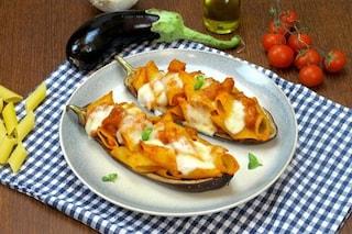 Pasta con le melanzane: la ricetta del primo piatto veloce e gustoso