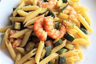 Pasta zucchine e gamberetti: la ricetta di un classico estivo