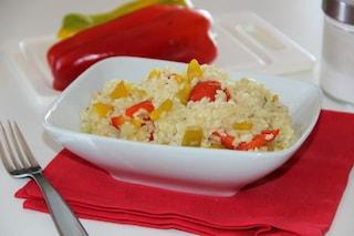 Risotto ai peperoni: ricetta di un primo piatto colorato e di stagione
