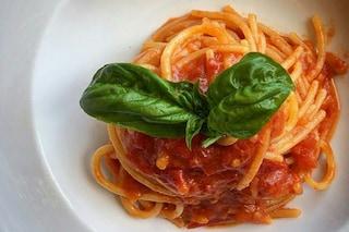 Spaghetti al pomodoro: la ricetta e i consigli per cucinarli