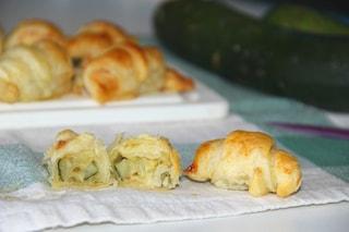 Cornetti gamberetti e zucchine: la ricetta del finger food sbrigativo e sorprendente