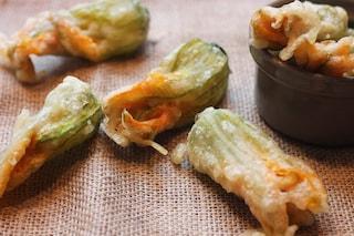 Fiori di zucca in pastella: la ricetta per farli croccanti