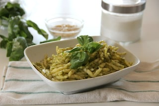 Trofie al pesto: ricetta ligure dal sapore mediterraneo