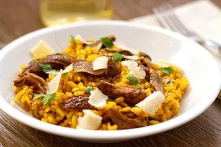 Risotto ai porcini e zafferano: la ricetta del primo piatto profumato