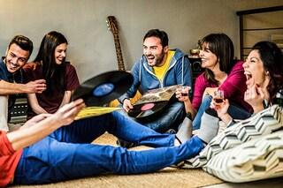 Cinque serate da organizzare a casa con gli amici