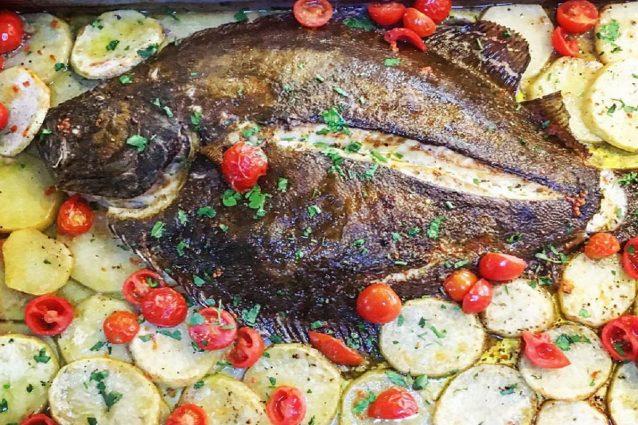 Rombo al forno: la ricetta semplice e gustosa con patate