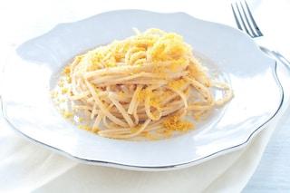 Spaghetti con la bottarga: la ricetta del primo piatto semplice e raffinato