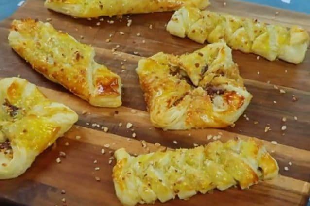Biscotti con pasta sfoglia la ricetta dei dolcetti for Ricette cucina semplici
