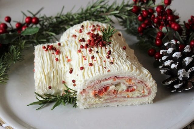 Come Decorare Un Tronchetto Di Natale.Tronchetto Di Natale Salato La Ricetta Per L Antipasto Veloce
