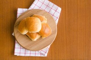 Bacetti al latte: la ricetta dei panini soffici da farcire