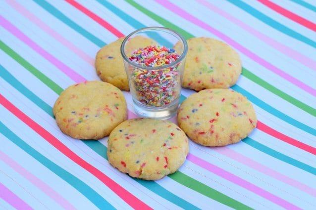 Ricetta Biscotti Semplici.Biscotti Arlecchino La Ricetta Dei Dolcetti Semplici E Colorati Per Il Carnevale