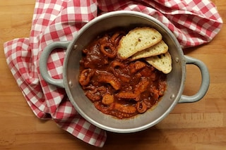 Polpo in umido: la ricetta per farlo morbido e gustoso