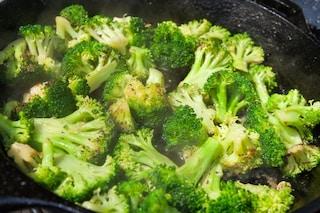 Broccoli in padella: la ricetta del contorno invernale facile e veloce
