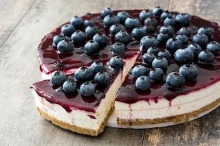 Cheesecake al limone e mirtilli: la ricetta del dolce fresco e delizioso