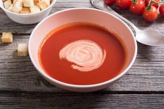 Vellutata di pomodoro: la zuppa perfetta per un pranzo leggero e gustoso