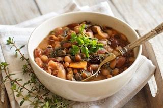 Zuppa di legumi: la ricetta del primo piatto sano e nutriente