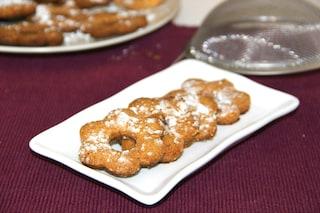 Canestrelli: la ricetta originale dei biscotti a forma di fiore bucato