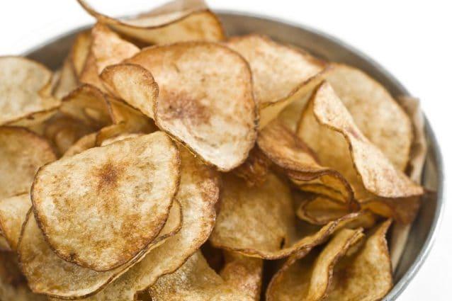 pretty nice 0e94b 05642 Chips di patate: la ricetta per prepararle croccanti