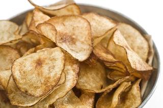 Chips di patate: la ricetta per prepararle croccanti