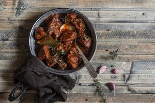 Cinghiale alla cacciatora: la ricetta del secondo piatto perfetto per l'inverno