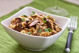 Risotto ai funghi porcini e salsiccia: la ricetta classica italiana