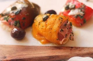 Involtini di peperoni al forno: la ricetta semplice per antipasti sfiziosi