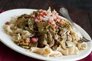 Pasta con carciofi e pancetta: la ricetta del primo piatto ricco e sostanzioso